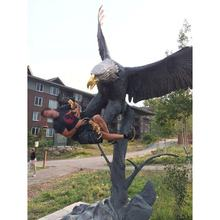 Outdoor garden casting metal large size eagle standing on a branch sculpture