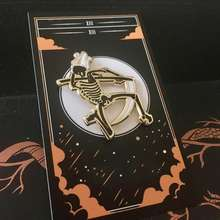 Custom artwork horror enamel tarot pin with enamel pin packaging card