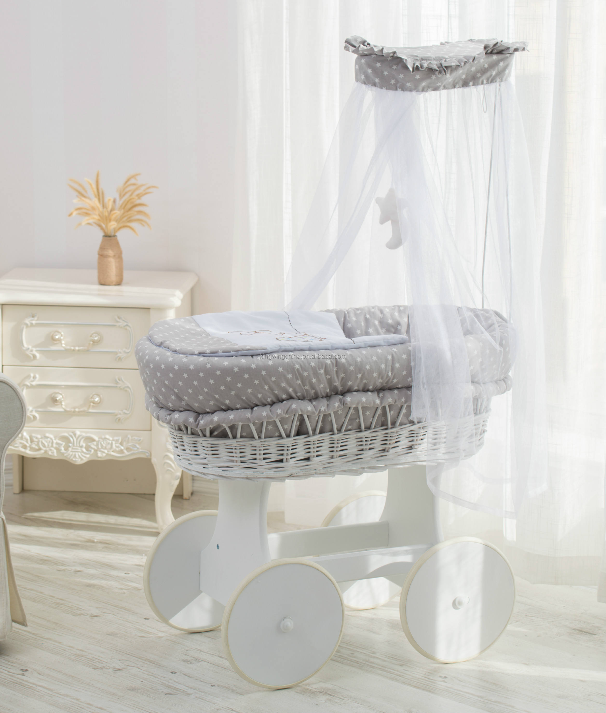 wicker moses basket &stand on wheels
