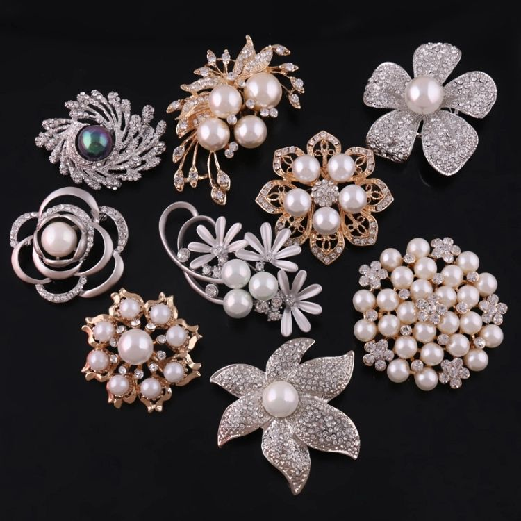 Latest Fashion Flower Lapel Pin Magnetic Rhinestone Pearl Brooch Crystal Broches Custom Brooches Women Girl