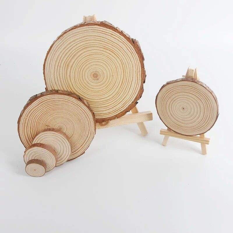 Unfinished Natural Round Wood Slices are used for a festive look