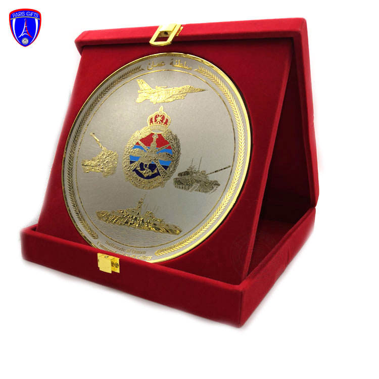 Customized made Oman royal army logos souvenir brass metal plate trophy copper souvenir award metal plate plaque with wooden box