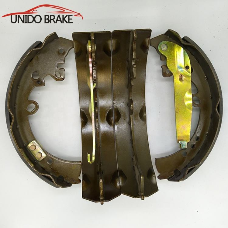 Good quality brake shoe set K2335 with accessory for HILUX PICKUP