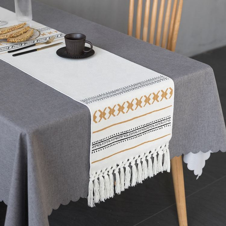Hotel home bed runner table unique luxury decorative custom cotton printed dining table runner with tassels