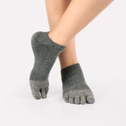 Wholesale men anti bacterial hemp finger toe socks