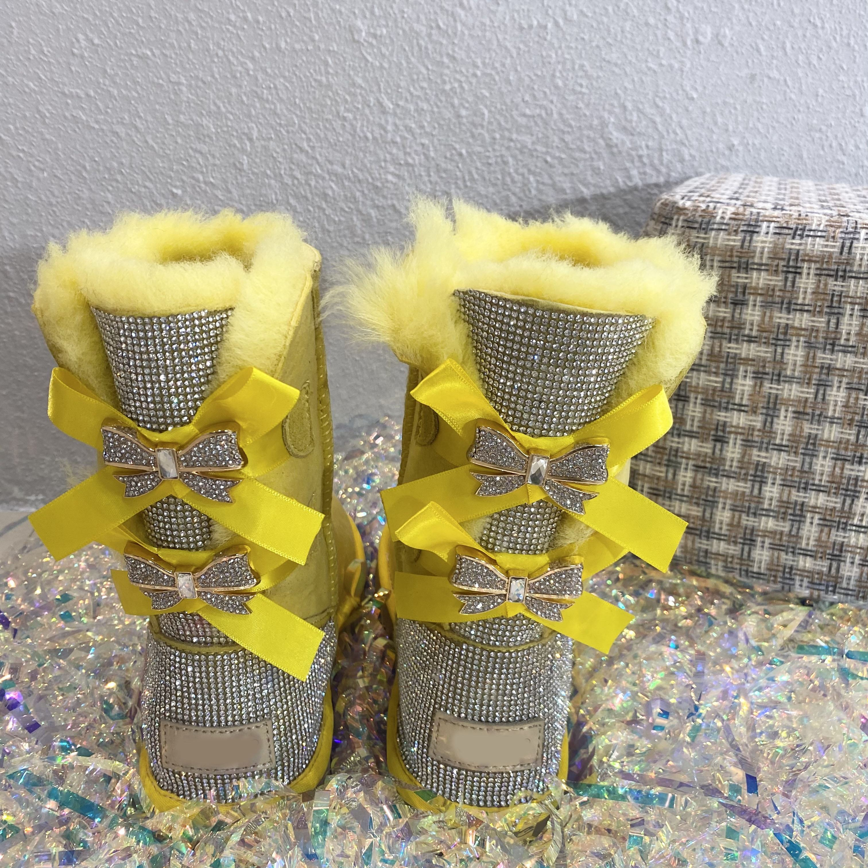 2020 Outdoor Winter WarmブーツウォメRhinestone Sheepskin Shoes Sheep Fur Lined Snow Glitter Boots