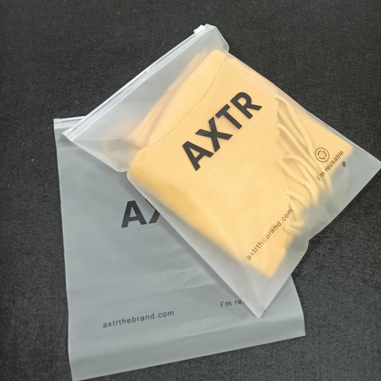 Customized neue design Clothing Clear Plastic Frosted Zip schloss Bag For T Shirt hoodies Packaging