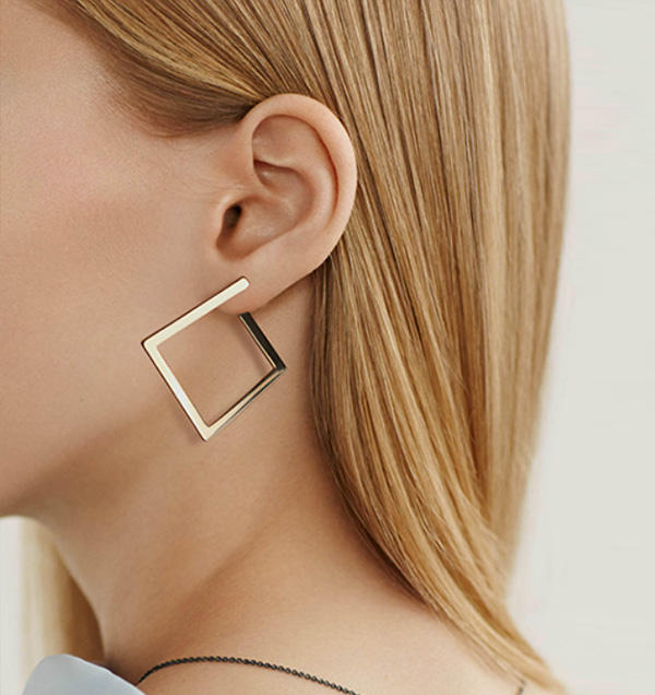 2020 new big earrings fashionable retro exaggerated earrings cool wind high fashion earrings