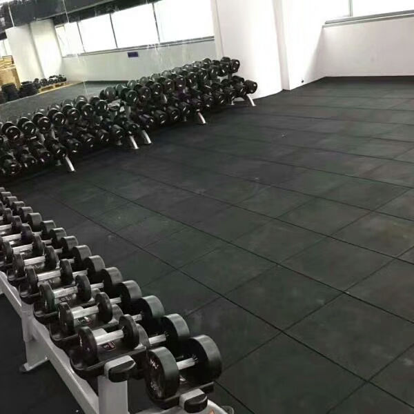 Reycle low price seamless rubber roll gym flooring