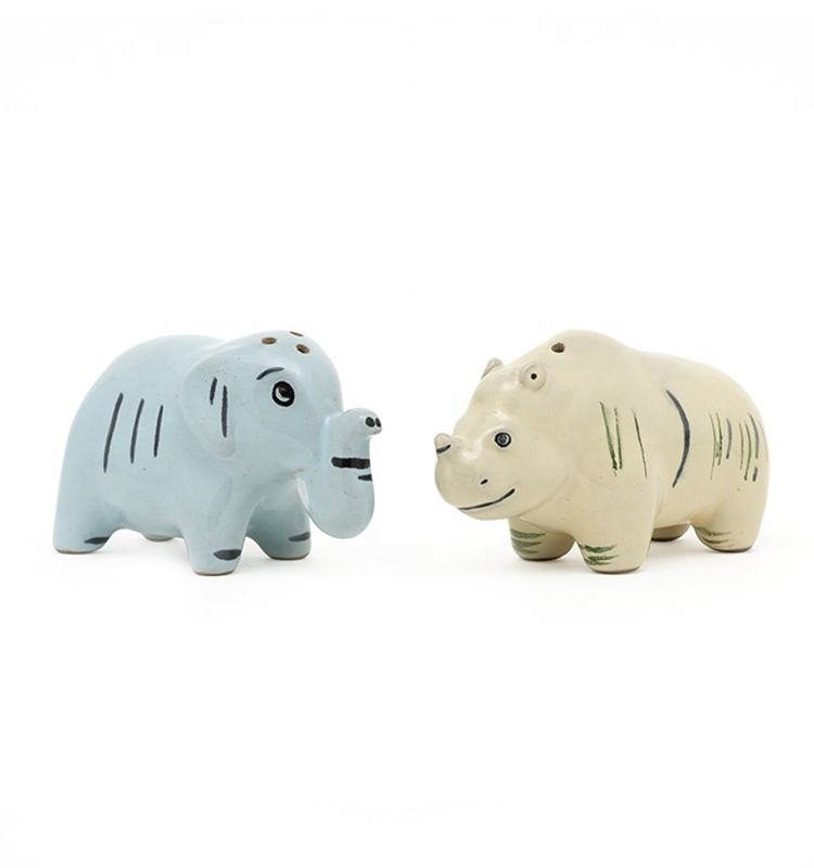 3d animal shaped pottery stoneware salt and pepper shaker Pepper with decal on glaze