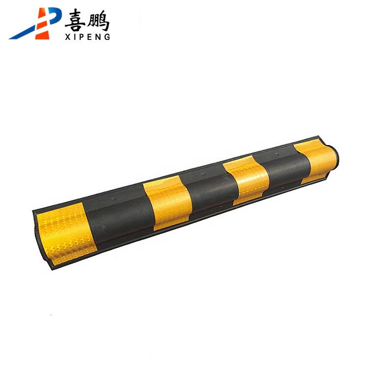 800mm Round Corner Cable Protector Rubber Wall Guard With Yellow Reflector