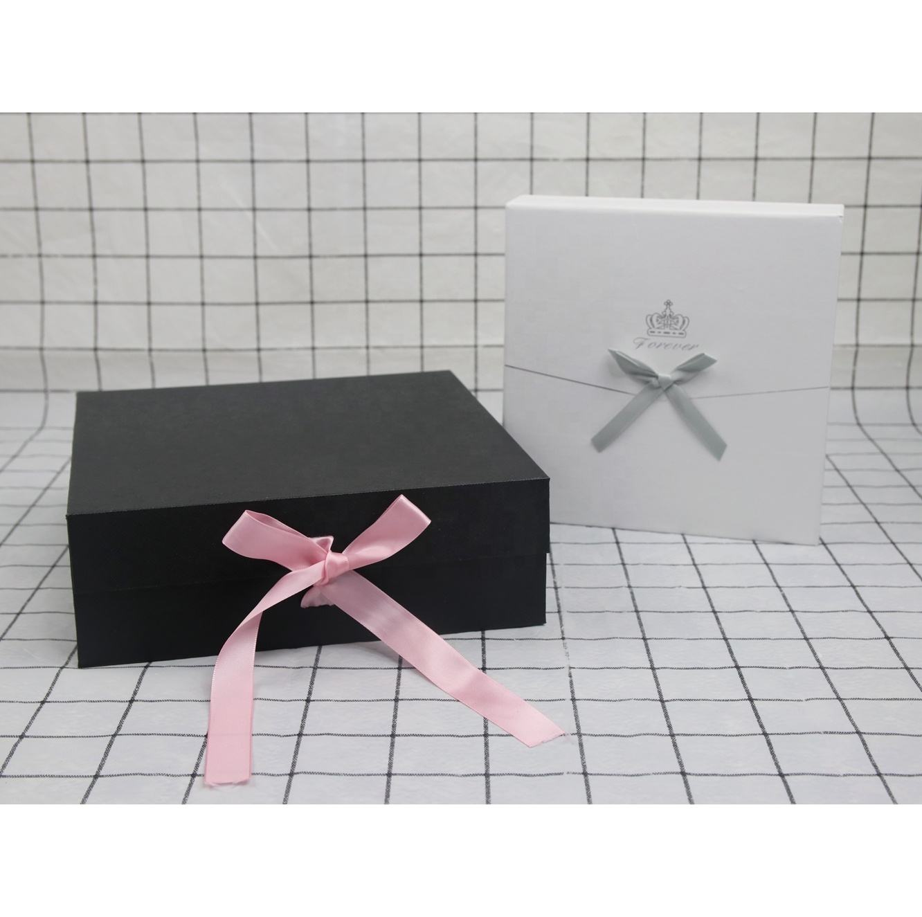 Bridesmaid Gift Box Custom packaging with ribbon paperboard for gift sets