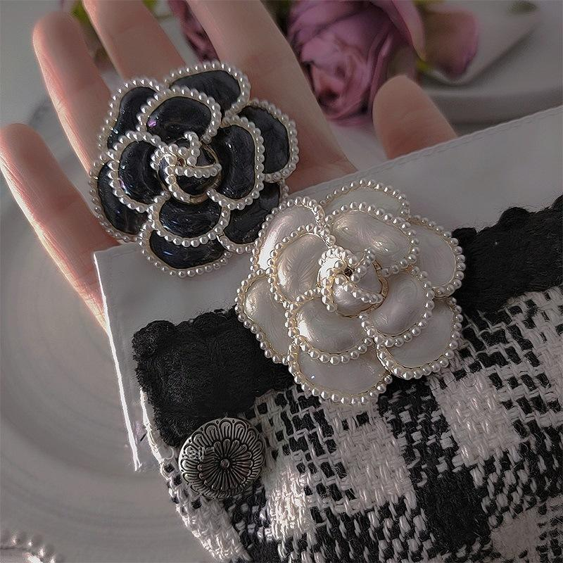 New 2021 Retro Design Sense Of Dripping Oil Tie Vintage Brooch Pins Brooch Bouquet Fabric Flower Shaped Brooch