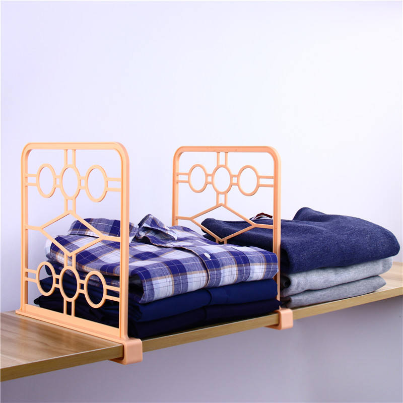 2019 New wholesale books acrylic plastic wood closet canbint shelf dividers for clip clothes shelves divider
