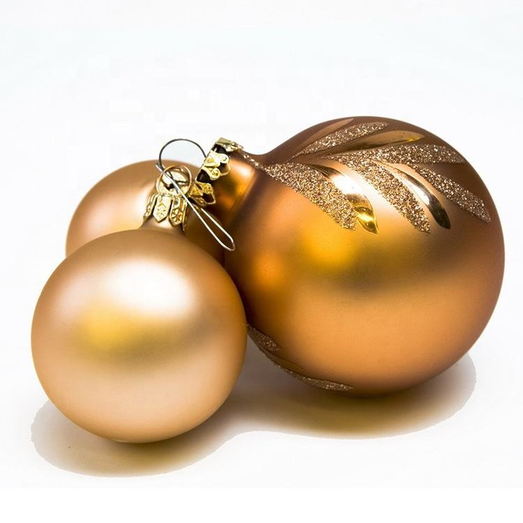 yiwu outdoor luxury plastic gold hanging christmas ball decorations pendant tree balls