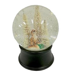 Custom Beautiful Resin Snow Globe Transparent Crystal Water Ball For Christmas Decoration Gift