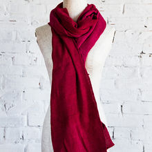 High-end fashion silk scarf with 100% natural silk, eye-catching red, suitable for many ages of Hanh Silk brand