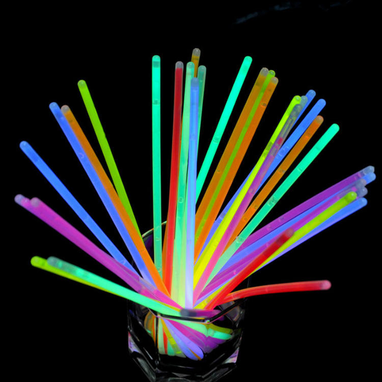 100 Glow Sticks bracelet Pack 8inch Glowsticks and Connectors for Dark Fun Party