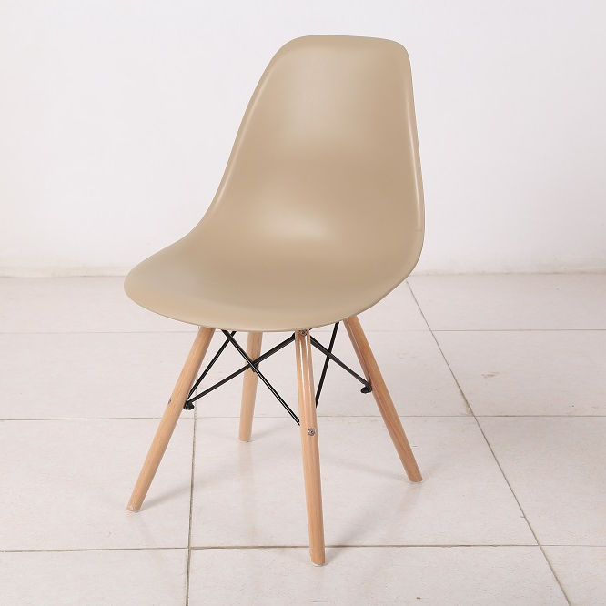 pp chair with wooden legs