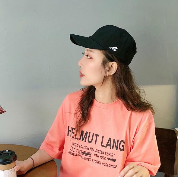Новая шляпа Корейская версия Простой чистый цвет сторона М письмо изогнутые поля кепки тренд мужской <span class=keywords><strong>весной</strong></span> и летом Защита от солнца Блок