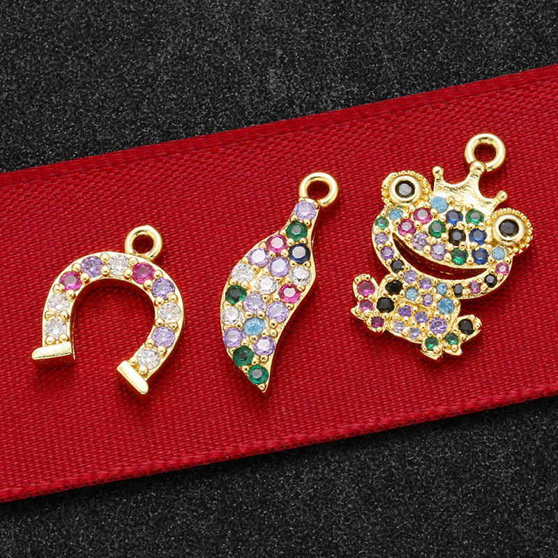 CZ7885 Chic Mini Rainbow Diamond Jewelry Charm Small CZ Micro Pave Chilli Frog Horseshoes Bracelet Charms