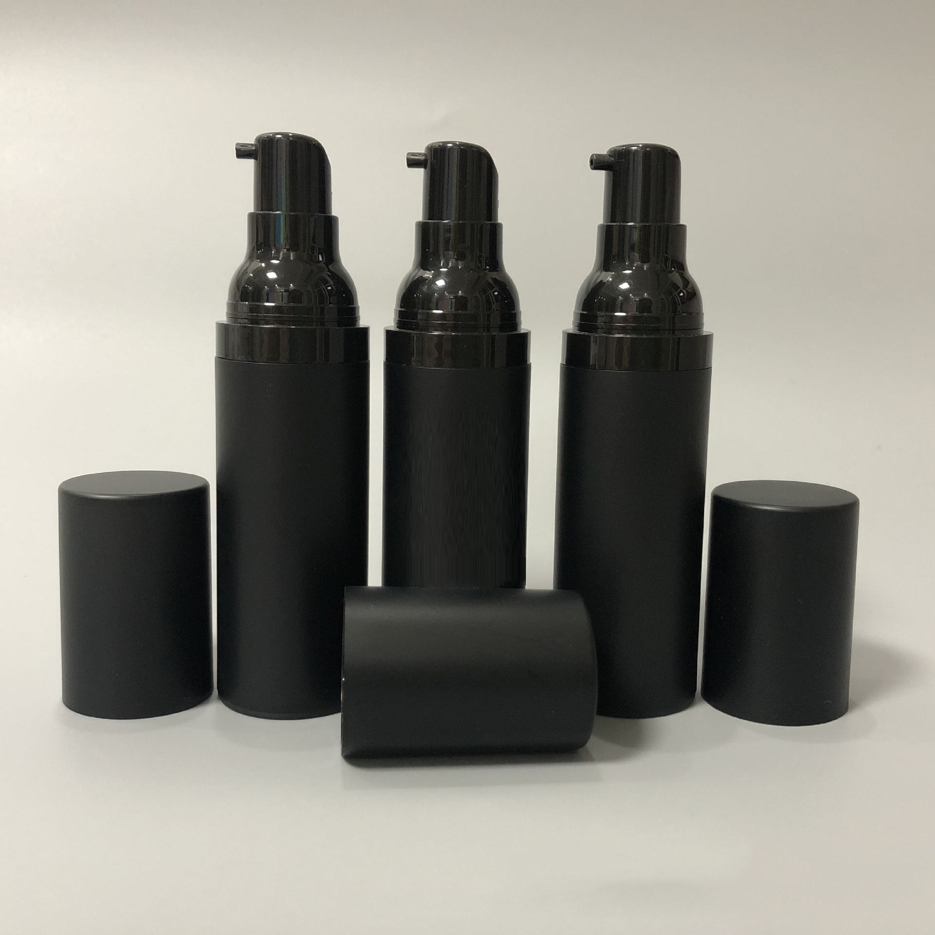 15ml 30ml 50ml black sand vacuum bottle top grade emulsion essence divided into bottles goteros de vidrio emballage cosmetic