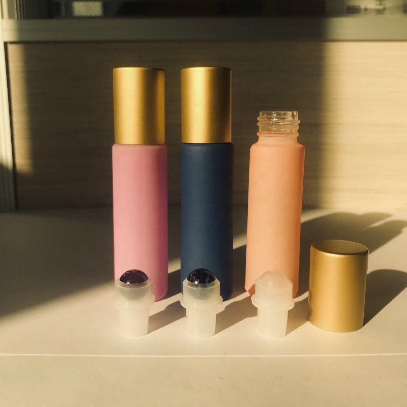 Wholesale matte gold lid 10ml Macaron color essential oil roller glass bottles