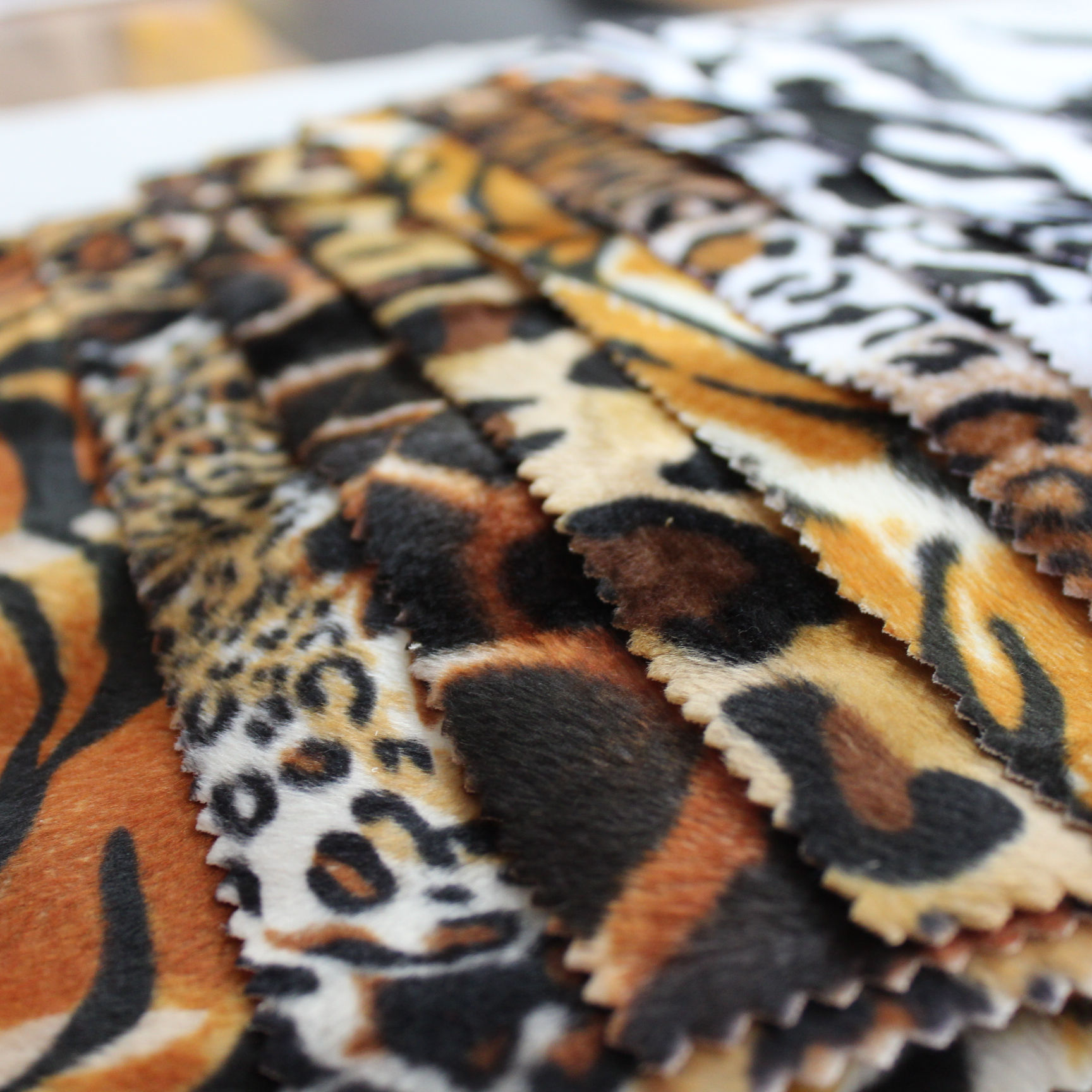 Tear-resistant Cheap Price Polyester Spandex Super Soft Comfortable Stretch Velvet Fleece Digital Animal Print Knit Fabric