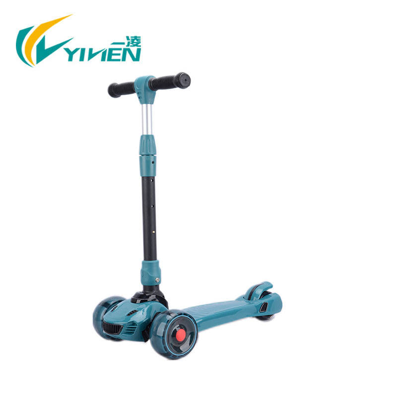 Trendy Car Design Three Wheel New Scooter with New colors Big PU Wheels