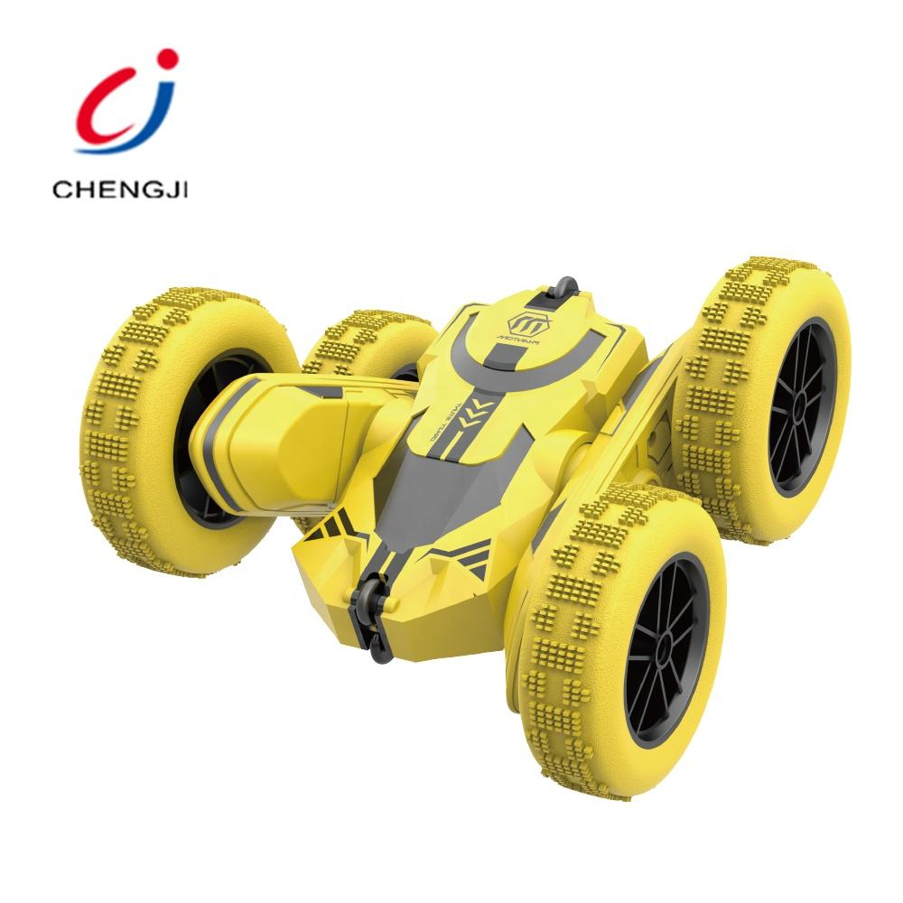 Double sided 2.4G roll plastic vehicle wheel drive remote control stunt car