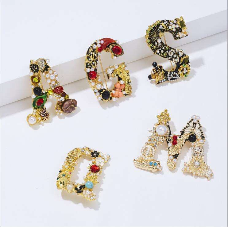 Fashion Charm Diamond Rhinestone Crystal Pearl Hollow Brief Woord G Broche <span class=keywords><strong>Pin</strong></span> Corsage Broches Bruiloft Vrouwen Sieraden Accessoire