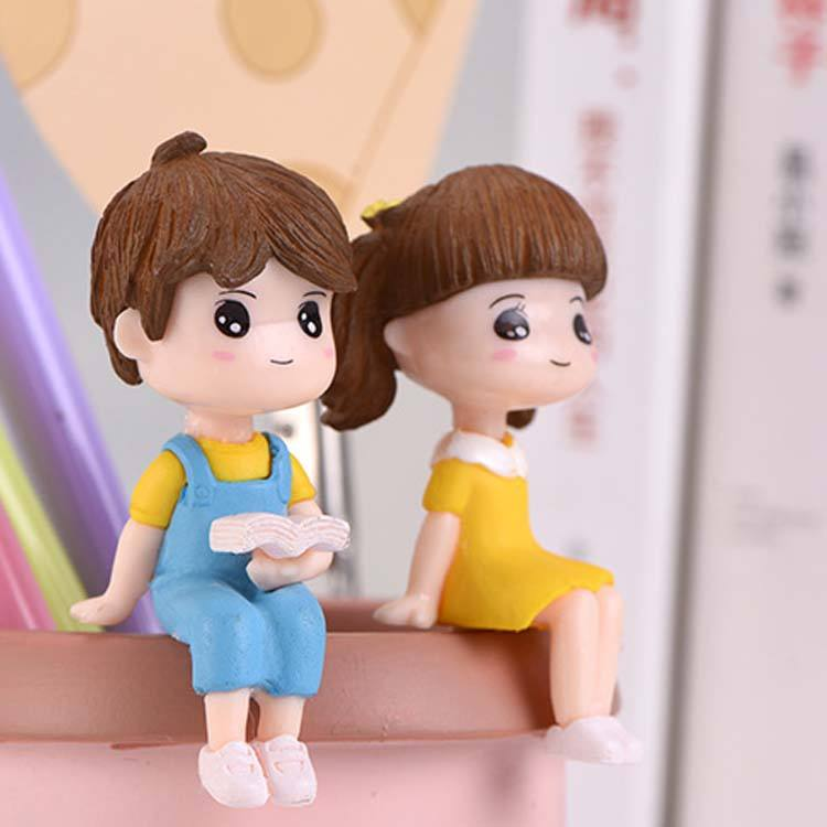 boy and giry sit on the desk/ chair people miniature resin-crafts gold statues