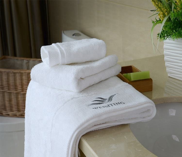 Embroidery brand border super soft 800g cotton hotel bath towel