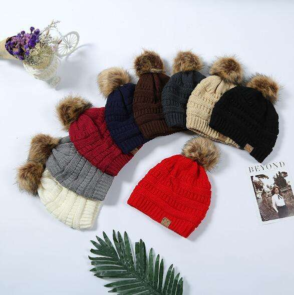 Hot-selling H119V Women Winter Hats Knit Beanies Hat with Fur Ball Keep Warm