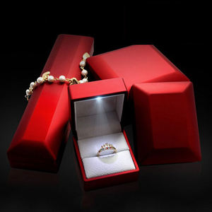 2019 Hot Custom Color LOGO Plastic Jewelry LED Light Ring Box High End Ring Bracelet Pendant Bangle Jewellery Boxes with Light