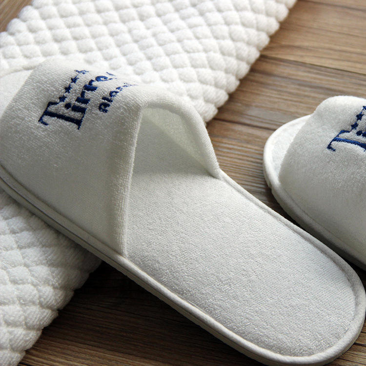 custom Washable Personalized Disposable White Hotel Slippers with Embroidery
