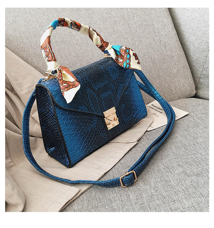 Wholesale factory Chic Leather Snakeskin Mini Handbags Women Purse designer handbags for women 2020