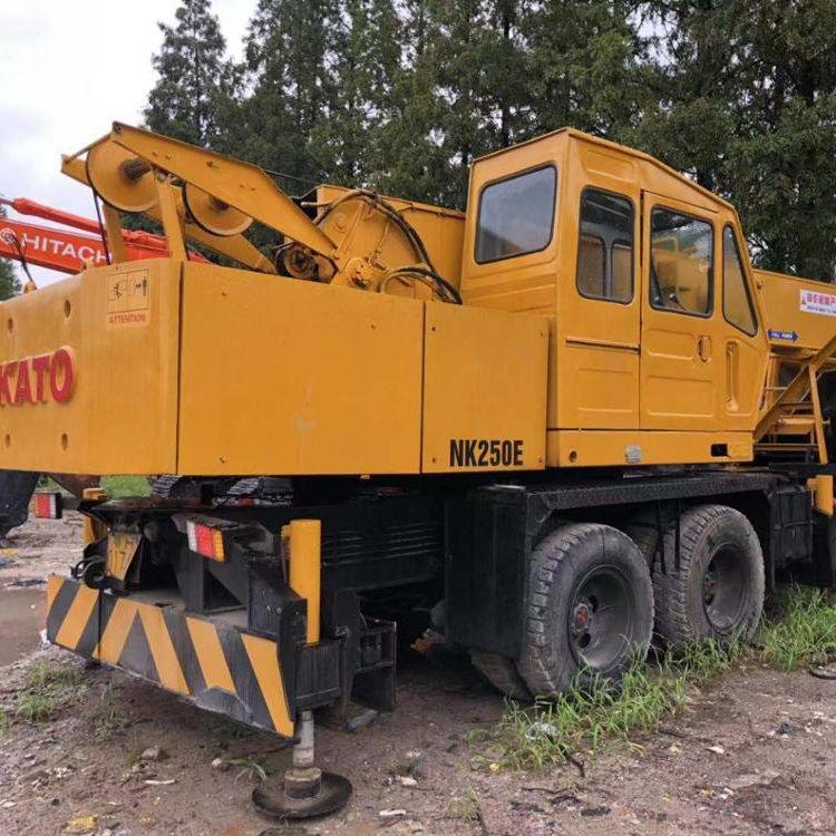 Used KATO NK250E Mobile Crane Hydraulic Truck Crane made from japan