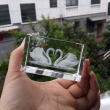 pure crystal kissing swan for wedding gifts