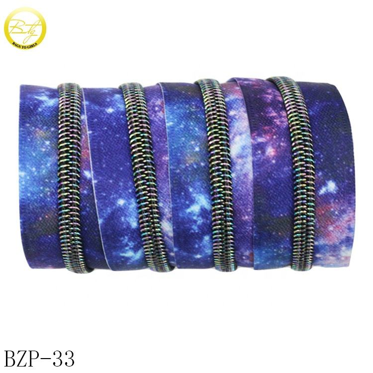 Wholesale starry sky color zipper long chain decorative rainbow teeth #5 plastic resin zipper for bags