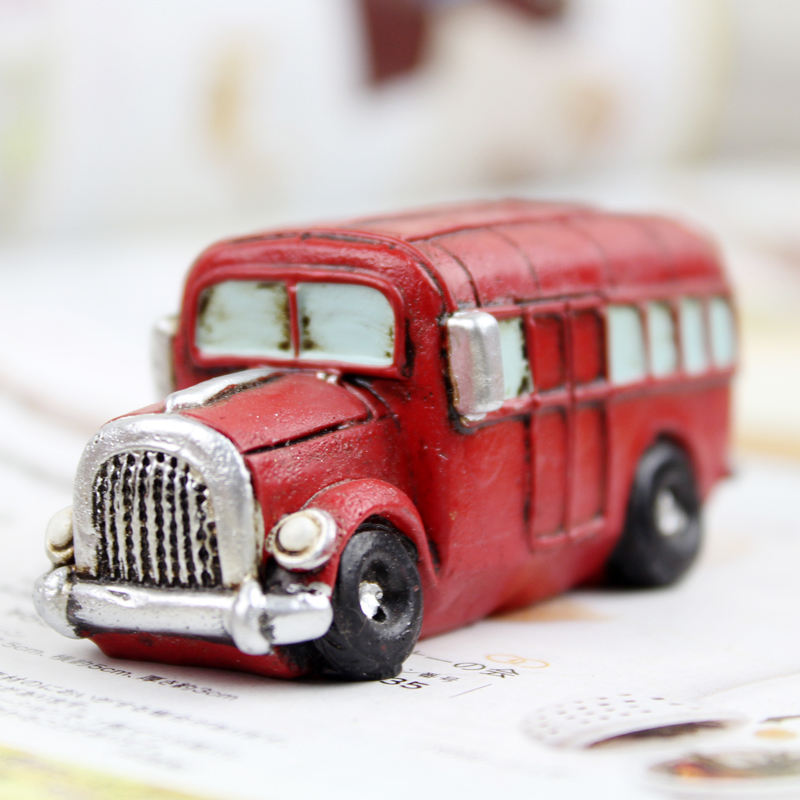 Roogo resin vintage style toy car figurine for gift