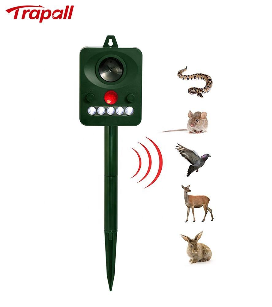 EPA Outdoor Ultrasonic Animal Snake Mouse Cat Bird Repeller with Flash Light