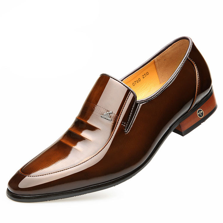 Gli uomini fatti a mano in pelle di mucca punta a punta marrone affari formal dress shoes