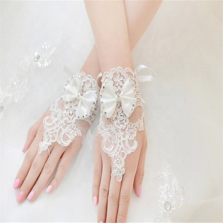 Hot Sale White Or Ivory Wedding Gloves Beaded Short Fingerless Bridal Gloves For Bride