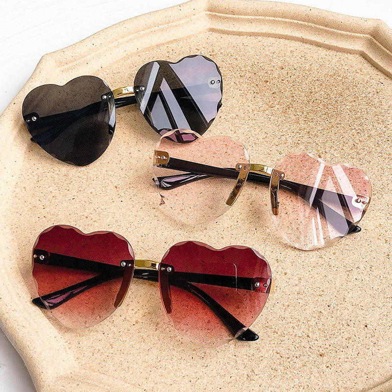 2020 New Children's Heart-shaped sunglasses Fashion trend Baby gradient glasses OK Sunglasses for boys and girls cheap sunglass