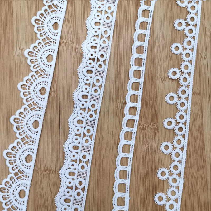 Free Sample White Border Guipure Lace Trim Cotton Embroidery Lace Trim for Dress Border