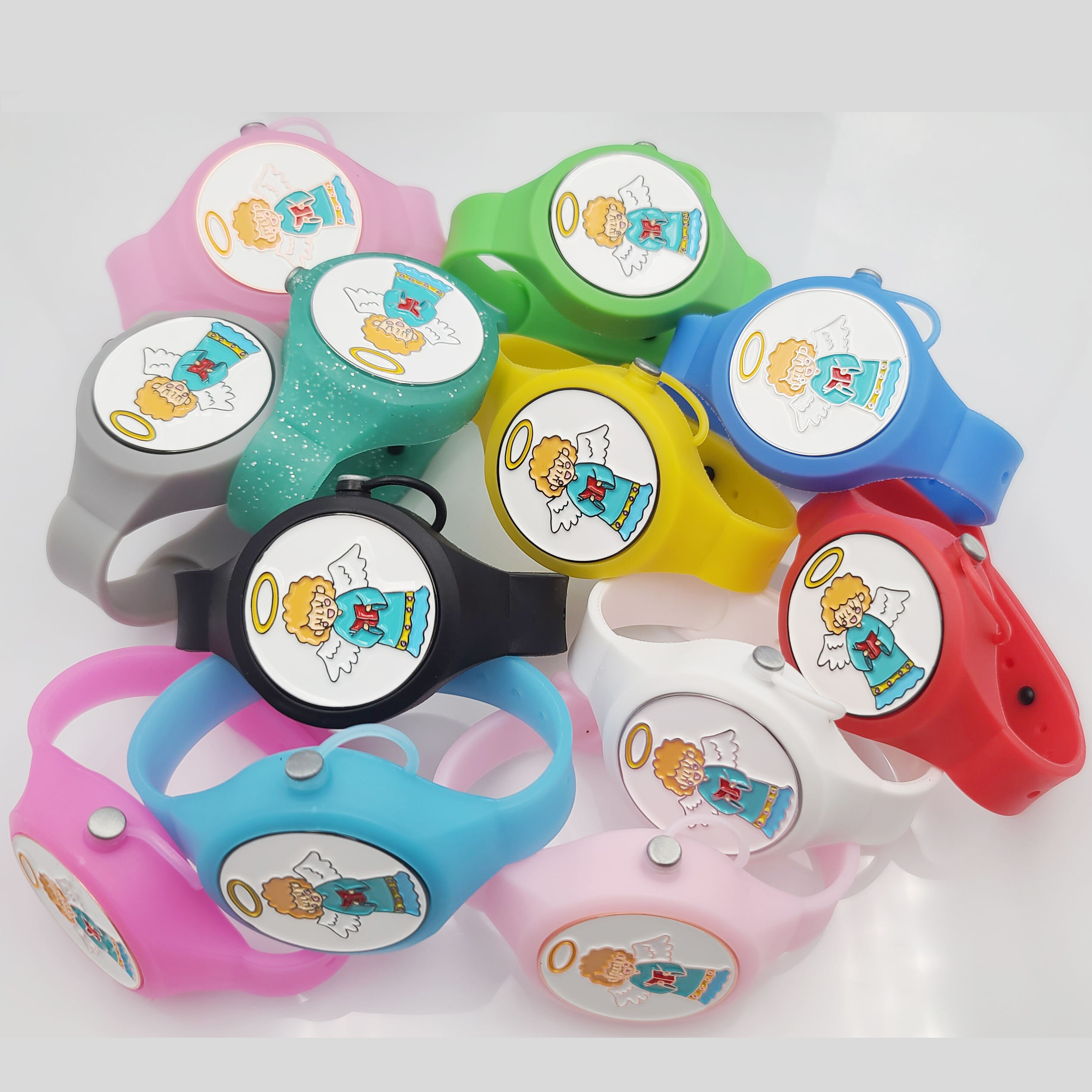 New Product Ideas 2021 Creative Portable Gel Holder Wrap Hand Sanitizer Silicone Bracelet For Adult Youth Kids