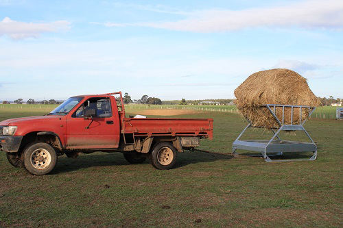 outdoor pasture round bale hay feeders for horses/cattle
