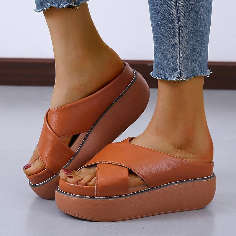2020 New Open Toe Cross-tied Beautiful and Cheap Brazil Nude Slippers Fashionable Sandals for Teens