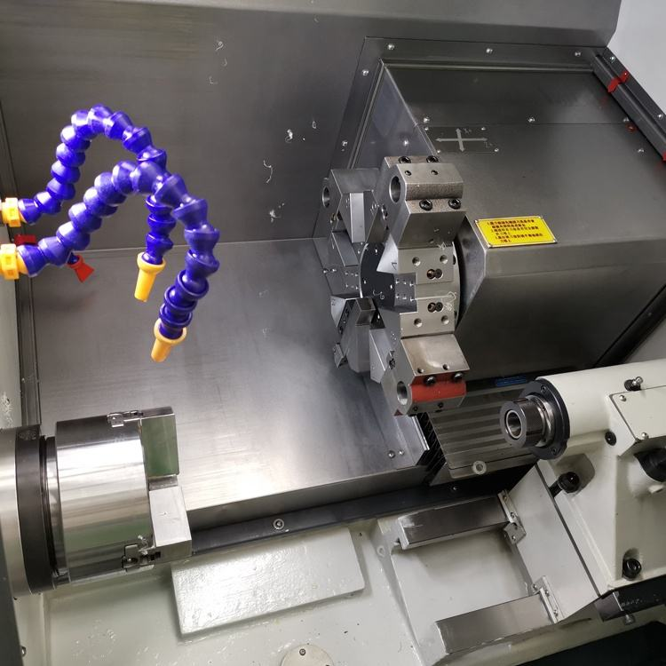 China High Speed Mengadopsi Presisi Tinggi C3 Pretension Sekrup Kecil Slant Bed CNC Mesin Bubut
